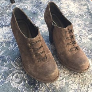 Born Crown ankle booties with button detail. Sz 10